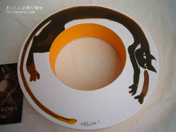 ピエールエルメのマカロン・イニシアシヨン猫の箱