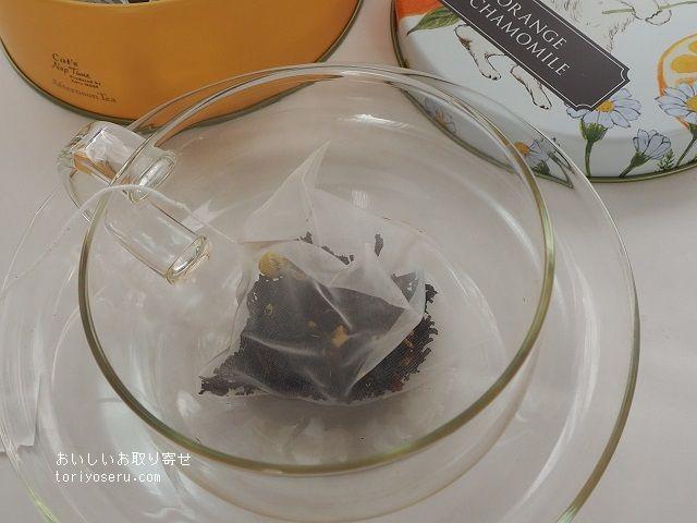 アフタヌーンティのねこ缶クッキーと紅茶