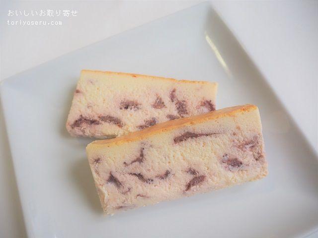 日本料理 卯之庵の濃厚な苺チーズケーキ